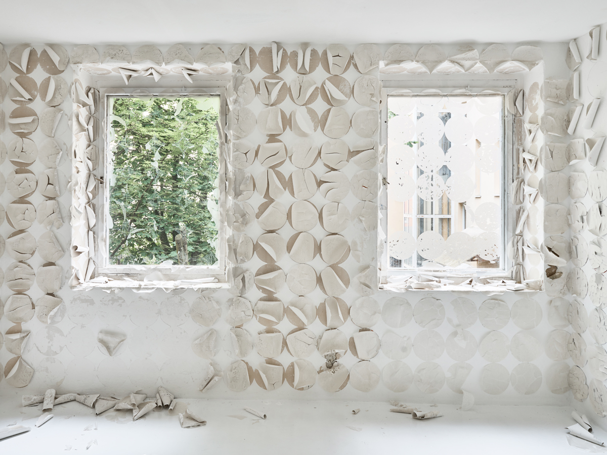 Franziska Baumgartner, Kunst, sitespecific, Installation auf Wand mit Reispapier, Berlin, zqm