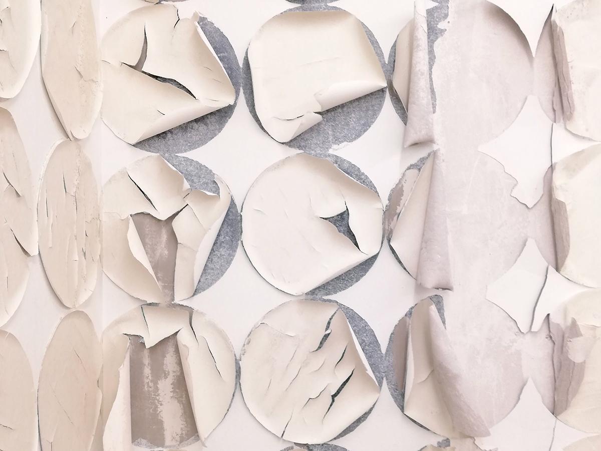 Franziska Baumgartner, Kunst, Installation mit Reispapier auf Wand, Ausstellungsraum Klingental, Basel