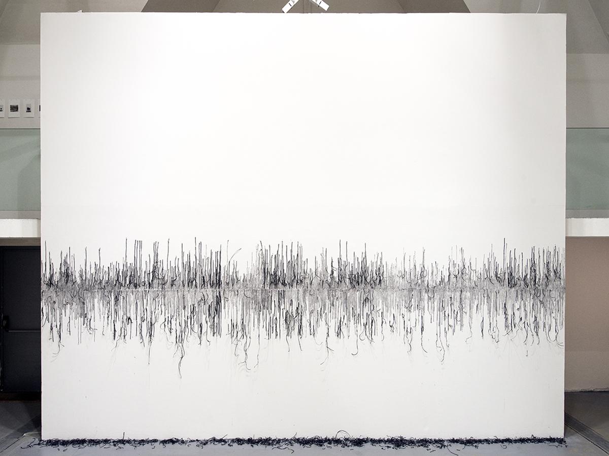 Franziska Baumgartner, HEAR, La Chaufferie, Strasbourg, Installation auf Wand mit Reisnudeln
